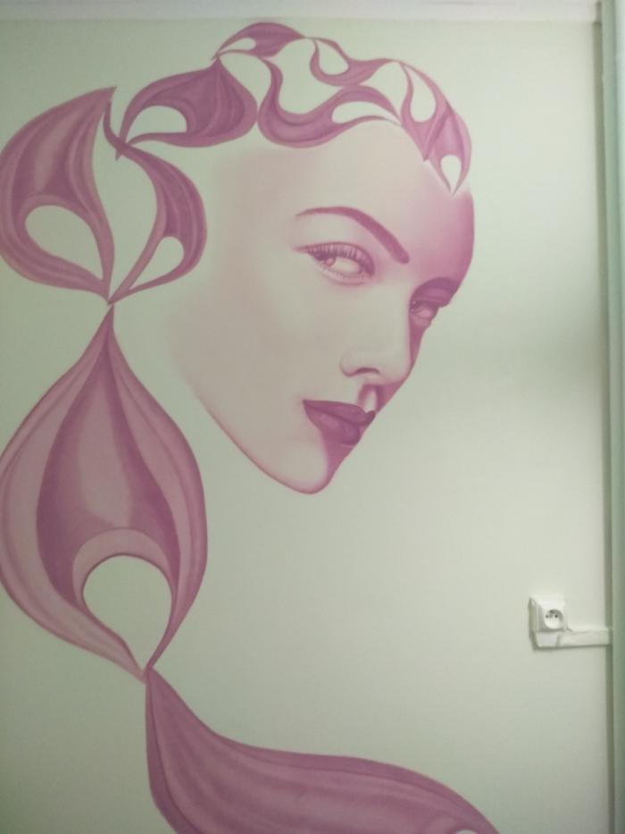 Décor peint d'une déesse